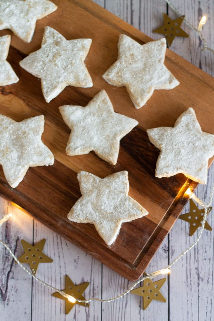 spiced Christmas star biscuits