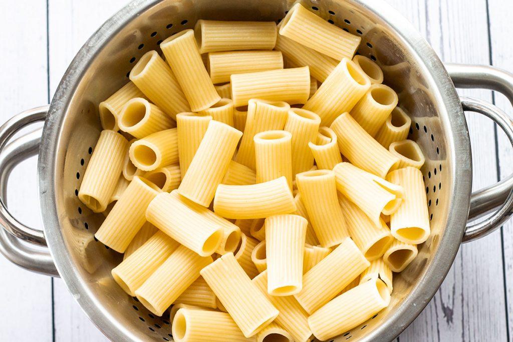 boiled pasta in a colander