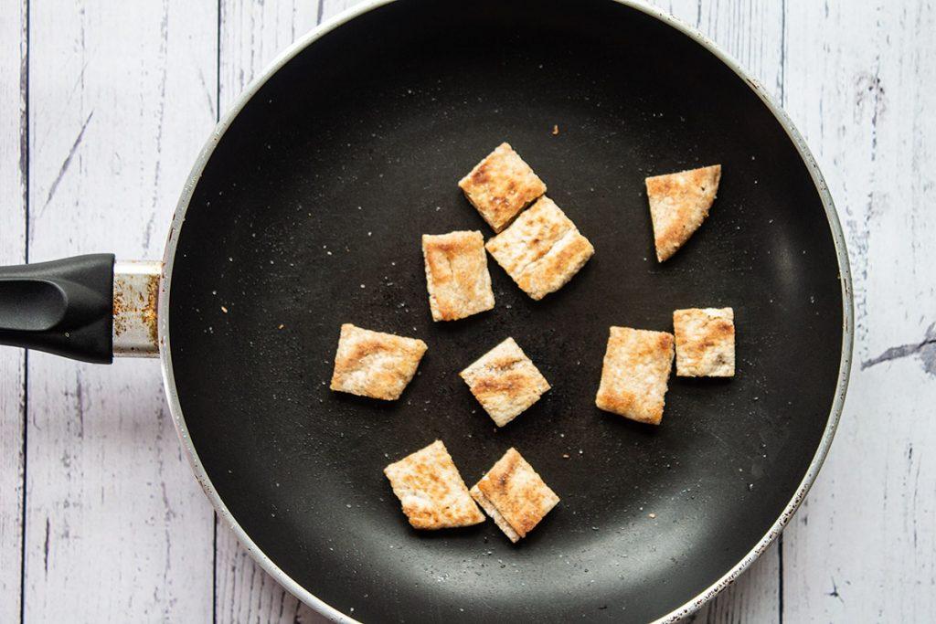 Pita croutons